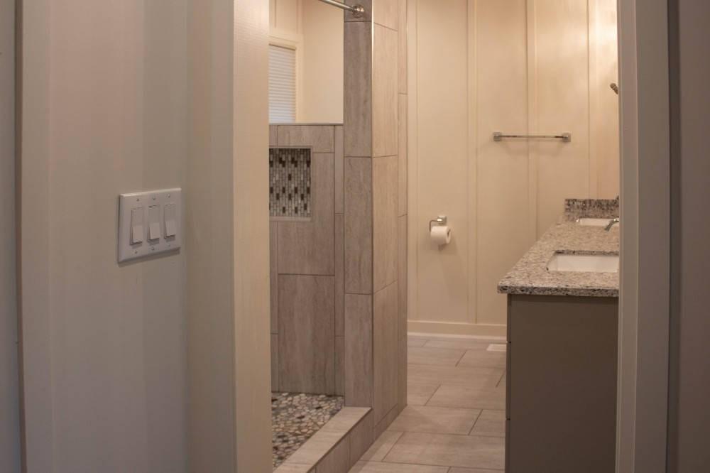 Master Bedroom 2 En-Suite Bathroom