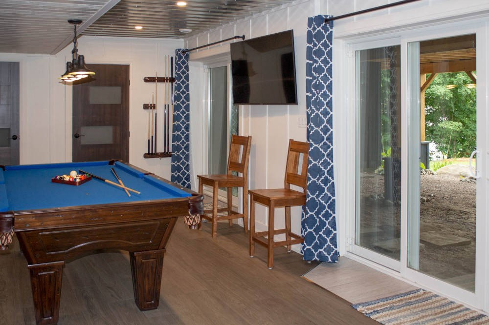 Games Room with Sliding Doors