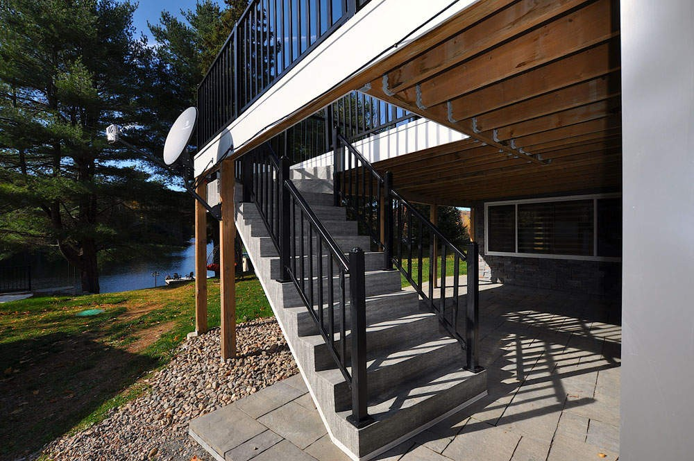 Stairs to/from Deck