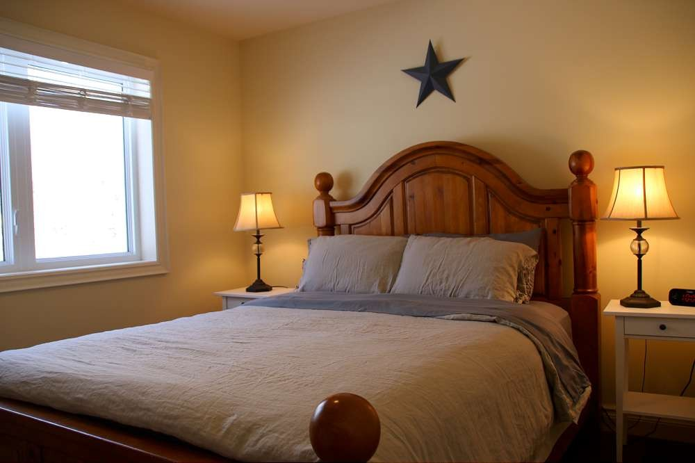 Bedroom (Queen)