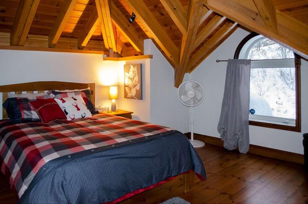 Loft Bedroom Plaid (1 Queens)