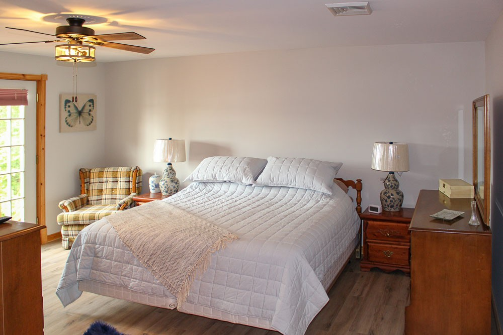 Bedroom (King)