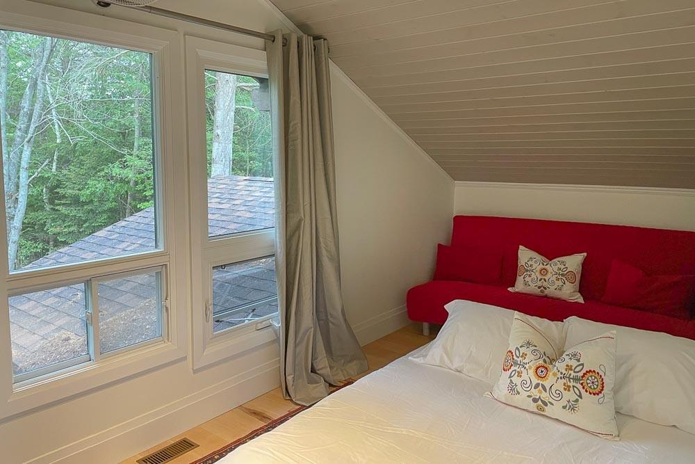 Bedroom (Queen with Sofa Bed)