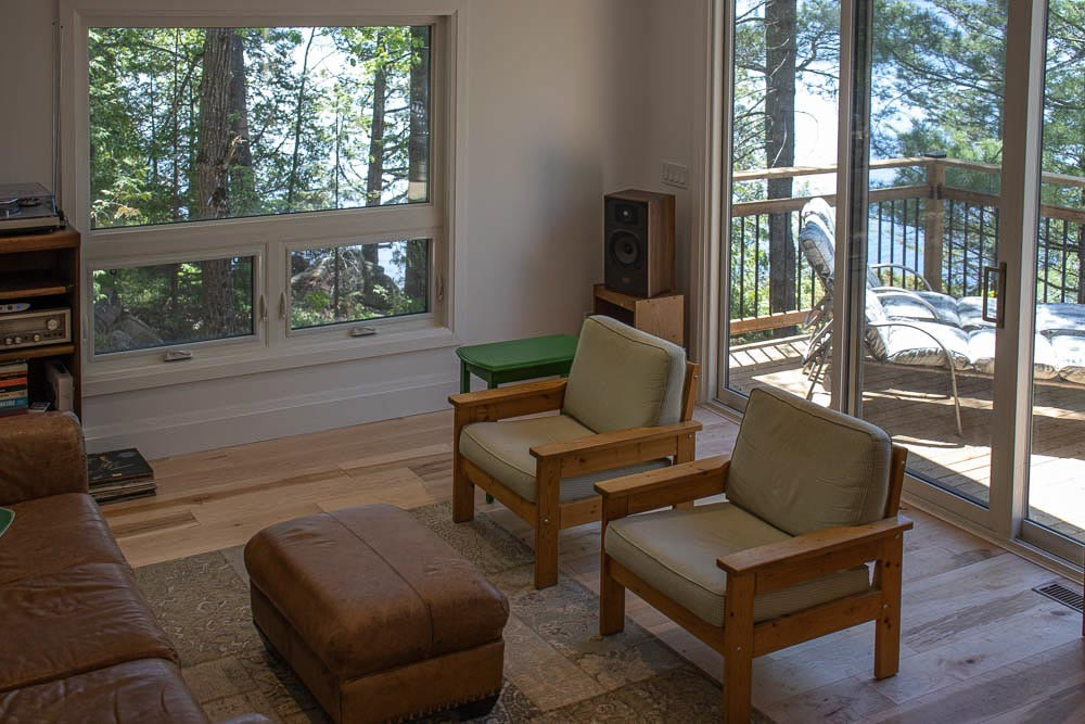 Living Area & Deck