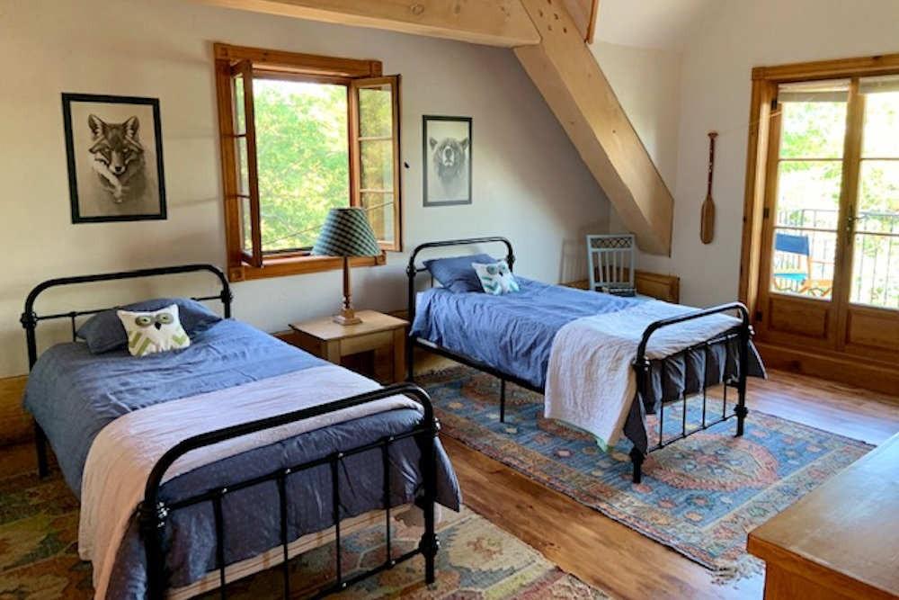 Bedroom (2 Twins)