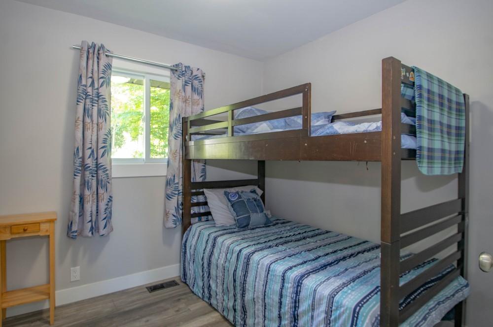 Bedroom 3 (Twin Bunks)