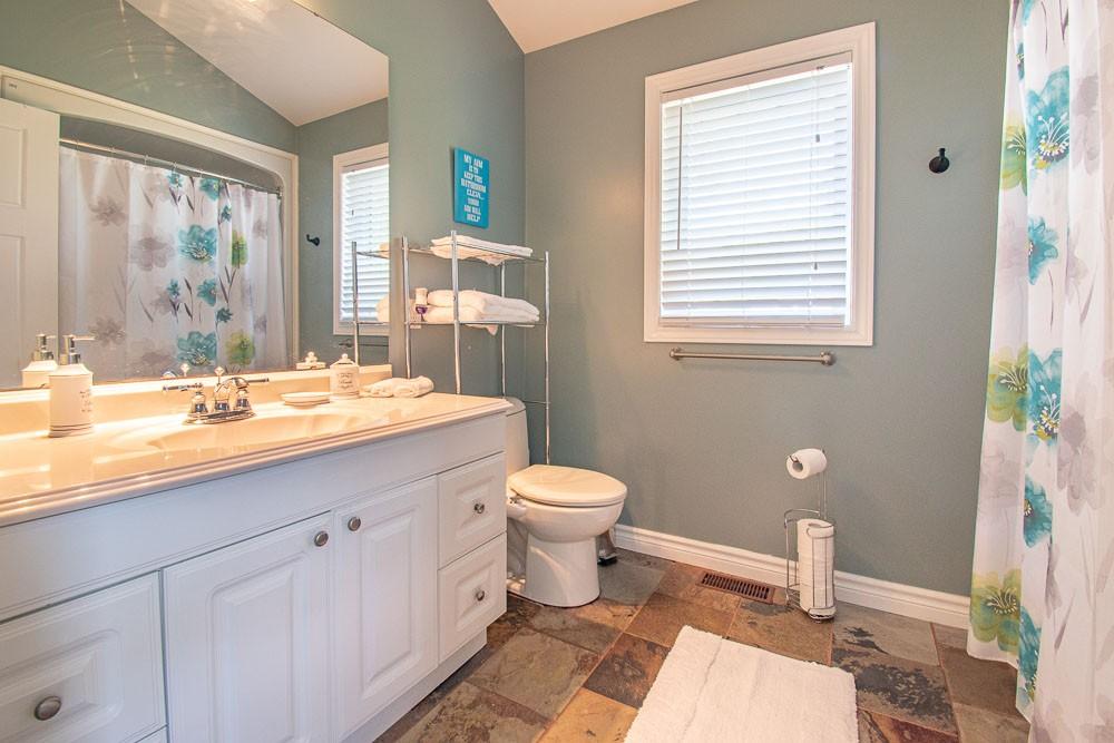 Bathroom (4-piece)