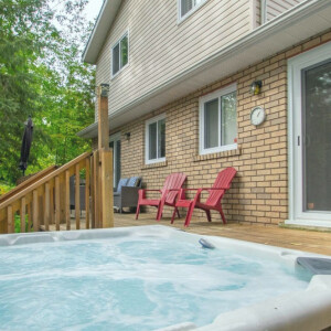 Dash from the Hot Tub to the Cottage this winter at Ivy Lane